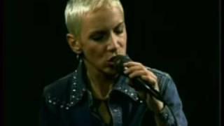 Annie Lennox WONDERFUL (acoustic)