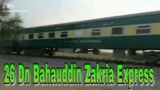 preview picture of video '26 Dn Bahauddin Zakria Express Passing Lodhran'