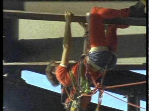 Monday Night Web Movie: Climbing Sydney's Tallest Building…From The Outside