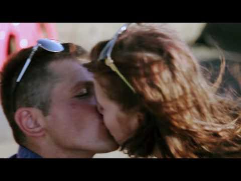 Відео Романтичне побачення на даху  1