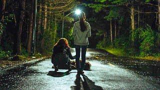 【穷电影】母女开车撞到一头狼,却不知,狼跑到路中间的原因很可怕