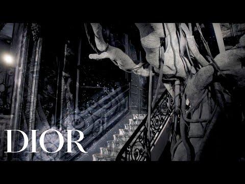 هل الموضة عصرية؟ سؤال أزلي تجيب عليه Dior في مجموعتها لكوتور 2019