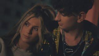 Kadr z teledysku Bluza w rozmiarze L tekst piosenki Magda Bereda feat. Roksana Węgiel