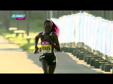 Peres Jepchirchir breaks women's half marathon world record