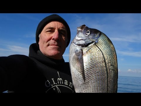 La pesca nella regione Di Amur su una picca