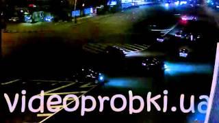 Эффектное  ночное ДТП в Киеве на площади Победы