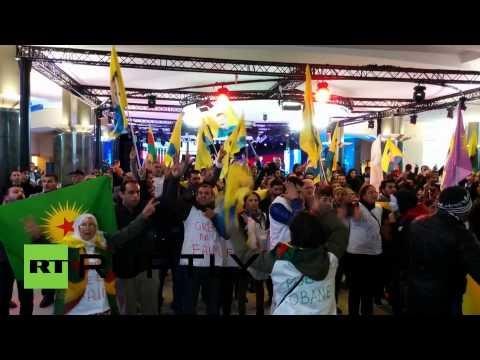 Des Kurdes font irruption au Parlement. Un problème ?