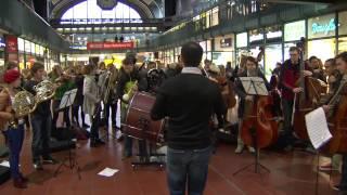 Flashmob - junge norddeutsche philharmonie - Hamburger Hbf -