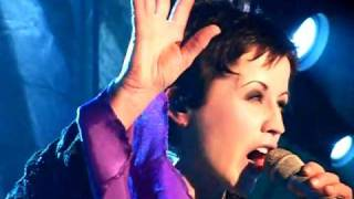 The Cranberries- Time Is Ticking Out- Live