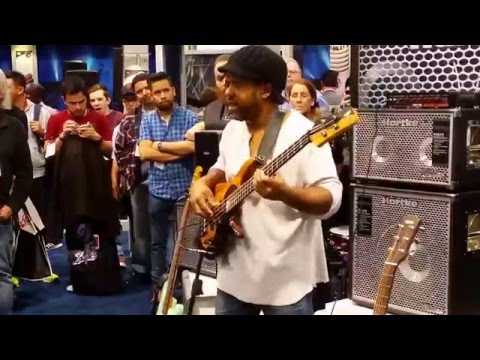Victor Wooten Amazing looping bass solo