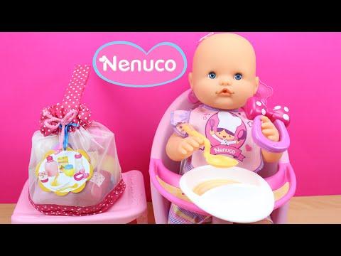 Set de accesorios para la comida de NENUCO en español | La Bebé Nenuco come papilla en la trona