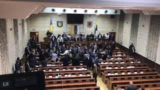 В Одессе на 8-часовой сессии облсовета дерутся депутаты. ВИДЕО