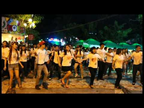 Bạn em tỏ tình ạ bằng flash mob ạ.