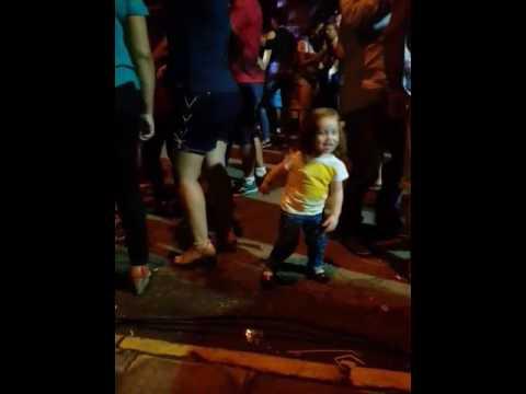 Vale bailando en la fiesta de la Barra Do Quarai