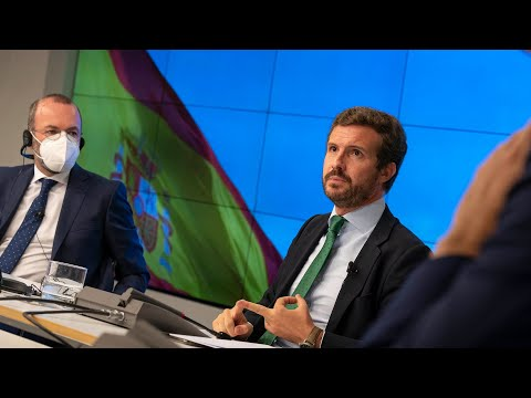 Pablo Casado y Manfred Weber participan en un acto del PP sobre fondos europeos
