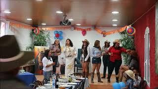 Brenda Cruz en una fiesta sorpresa con una Hermosa Familia