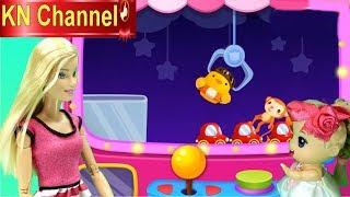 Trò chơi KN Channel BÚP BÊ VÀ CHUYẾN NGHỈ HÈ THÚ VỊ P2 | BẮN VỊT & MÁY GẮP ĐỒ CHƠI