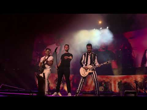 Jonas Brothers - LoveBug Happiness Begins Tour Opening Night Miami