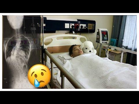 Reparto di kifoz di reparto lombare al bambino circa un anno