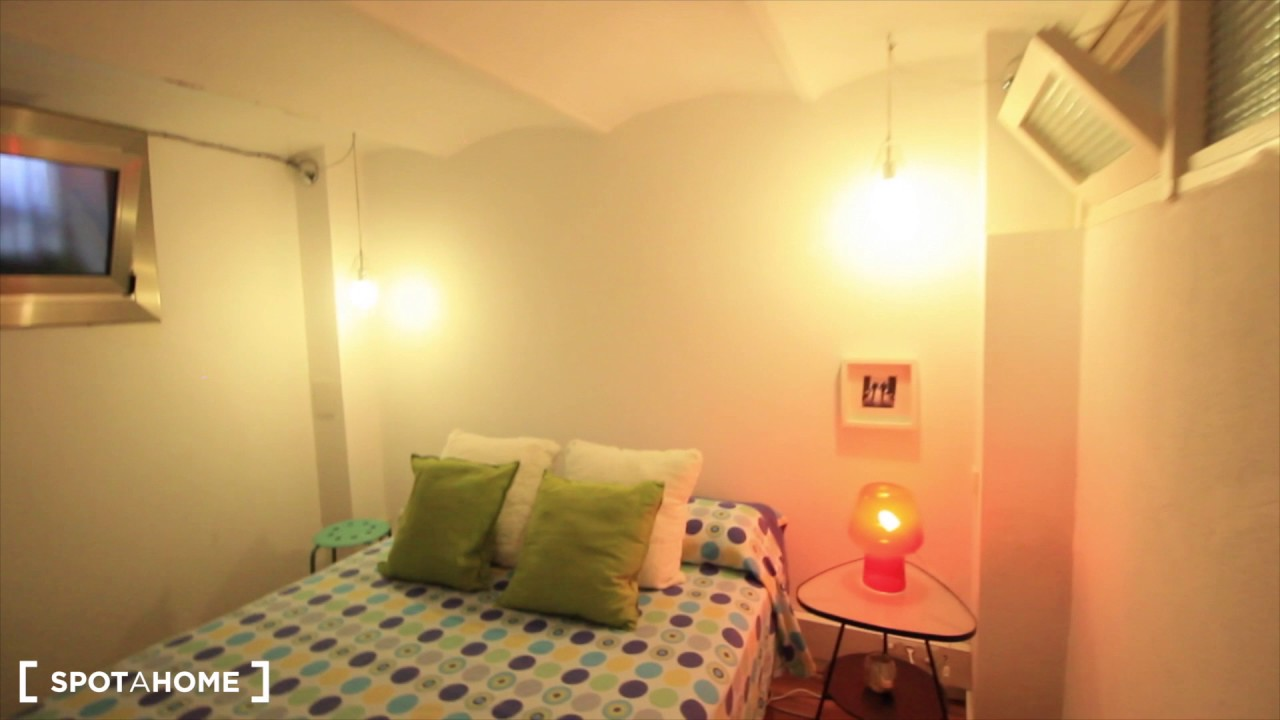Quiet 1-bedroom apartment with cleaning service for rent in Sant Gervasi