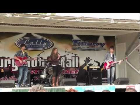 "Transit To Venus: ""I'll Run"" Live at Apple Fest 2012"