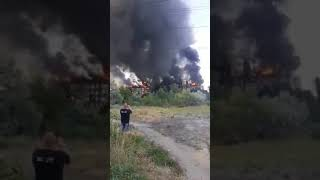 В Новой Каховке произошел масштабный пожар на крыше дома. ВИДЕО