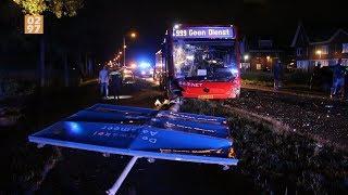Botsing tussen lijnbus en auto in Uithoorn