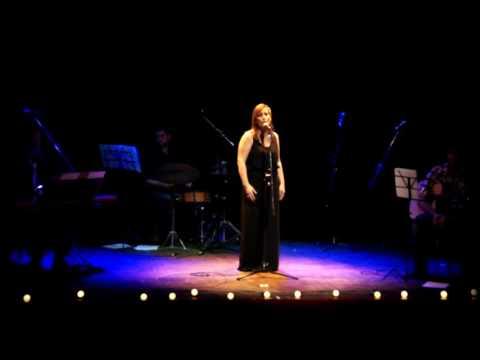 My Melancholy Blues por Veronica Fernandez