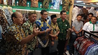 Para Pedagang Dapat Perlakuan Istimewa dari Sandiaga di Hari Batik Nasional