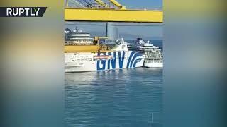 Момент столкновения парома и круизного лайнера в порту Барселоны попал на видео