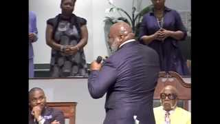 """Bishop T. D.  Jakes """"messag Trapped"""" @ Temple Of Praise 101714"""