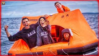 AUSGESETZT IM MEER! - Überleben auf Rettungsinsel mit 4 Personen   Survival Mattin
