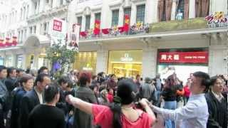 preview picture of video 'Travel China-Shanghai Nanking Road at day time 旅游中国:欢舞在上海南京路上'