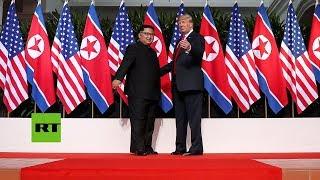Trump y Kim Jong-un firman un acuerdo histórico.