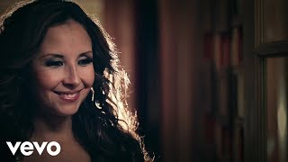 Porque El Amor Manda - America Sierra feat. 3BallMTY (Video)