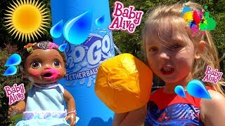 BABY ALIVE has FUN in the SUN! The Lilly and Mommy Show. POOL PARTY. The Toytastic Sisters