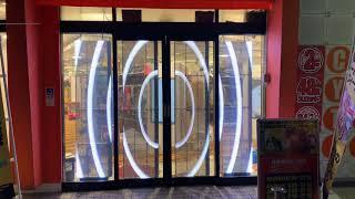 【導入事例】神奈川 元住吉 ザ ベル シティ 透過性LEDビジョン 自動ドア設置
