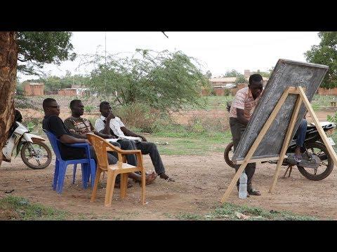 Protéger l'avenir des jeunes de Dédougou : investir dans les services de planification familiale adaptés aux jeunes Video thumbnail