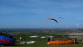 preview picture of video 'Dunstable Downs Paragliding March15 2009'