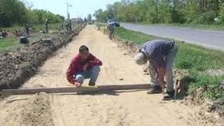 preview picture of video 'Kerékpárút építés Füzesgyarmat-Szeghalom 2009'