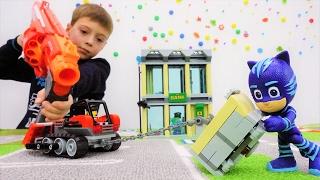 Детское видео с игрушками: Герои в Масках! Денис и Кетбой ловят грабителей. ИгроБой.