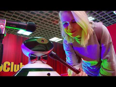 Роботы-шутники смешат тольяттинцев