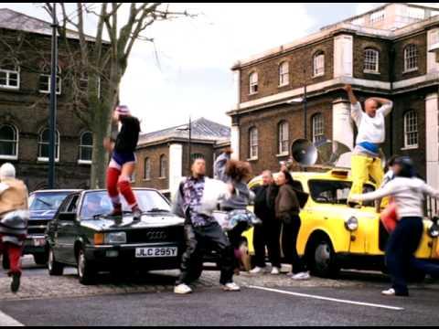 Hits de l'année 2001 : GERI HALLIWELL - It's raining men