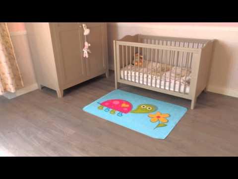 Kleurrijk tapijt om uw kinderkamer of babykamer in te richten met vrolijke schildpad