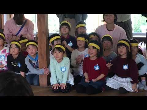 長善館かるた大会で燕市粟生津の保育園児とお年寄りが対戦