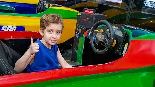 PAULINHO BRINCANDO com JOGOS DE CARROS Peixes MAQUINAS DE BOLINHAS E NO MERCADO - Vlog para Crianças