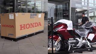 Berpenampilan Sederhana, Dua Pemilik Motor Honda Seharga Rp 1,01 Miliar Langsung Bayar secara Cash
