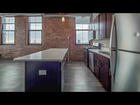 Tour a 3-bedroom loft #706 at the South Loop's Carriage House Lofts