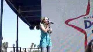 Miley Cyrus Performing 'I Learned From You'