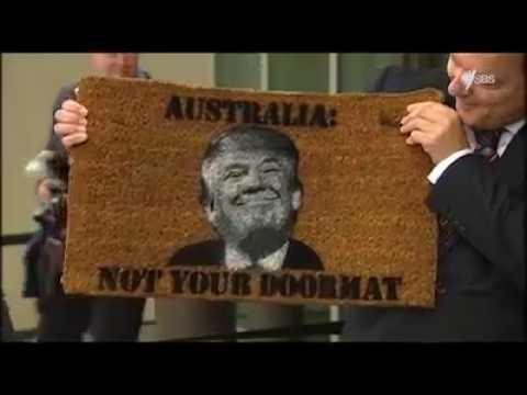 رئيس وزراء استراليا يطبع صورة ترامب على ممسحة الاحذية ويشهرها في مؤتمر صحفي